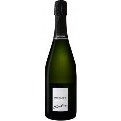 Le champagne Brut Nature Cristian Senez est dédié aux amateurs de sensations pures!Le fruit d'une pureté cristalline laisse place à une fraîcheur aux nuances citronnées, de pêche de vigne et de kumquats. A accorder avec des tartinables de la mer pour un apéritif d'exception !